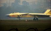 """近日,在2101号歼20""""黄皮机""""曝光之后,疑似编号为2102的歼20战机也出现在停机坪上。"""