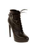 Alexander McQueen 2012秋冬系列短靴依旧秉承着一贯的年轻个性的气息,极致的轮廓和...