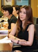 2013年7月31日讯,首尔,31日,韩国变性女艺人河莉秀出席日本变性者人权活动家上田地优演讲。在会...