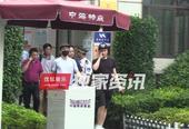 搜狐娱乐讯 (搞点娱乐/图文)熟悉薛之谦的人都知道,薛爸当年为了让儿子接受良好的教育,毅然卖掉房子供...