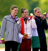 北京时间8月9日,匈牙利选手罗斯托夫庆祝夺冠。当日,在伦敦奥运会女子10公里马拉松比赛中,罗斯托夫以...