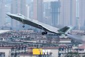 歼-20战斗机是中国目前现役最先进的战斗机,该机在服役前,曾在珠海航展上进行过飞行展示,给人留下深刻...