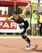 """2012年7月17日,""""无腿飞人""""奥斯卡-皮斯托瑞斯在意大利利尼亚诺的一场田径赛中夺得第二。"""
