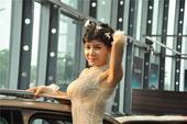 日前,龚玥菲一袭百万钻石裸装亮相某车展为其站台,身穿钻石爆乳装高调现身。