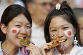 北京时间2012年8月10凌晨2点45分,伦敦奥运会女子足球决赛正式开始,由日本女足对战美国女足。图...
