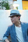 今日,唱作人陈楚生一组早前在日本街头拍摄的简约风格随手拍曝光。照片中,陈楚生身着修身蓝色休闲西服,头...