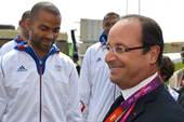北京时间2012年7月30日,法国总统奥朗德造访奥运村,与部分法国运动员进行交流。更多奥运视频>> ...