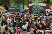 """8月1日上午,""""爸爸去哪儿""""动漫亲子嘉年华在青岛欢动世界精彩开园,据悉活动在青岛开放31天,..."""