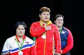 北京时间8月15日,2016年里约奥运会的举重比赛继续进行。女子75公斤以上级,我国选手在十分艰难的...