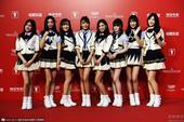 搜狐娱乐讯 第18届上海电影节闭幕红毯,《爱之初体验》主创SNH48、张超亮相。