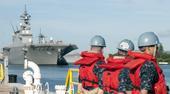 9月23日,日本海上自卫队DDH-181日向号准航母与DDG-178足柄号宙斯盾级防空驱逐舰,驶入美...