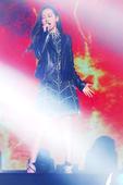 12月5日,张靓颖出席第九届无线音乐盛典咪咕汇,一袭DSQUARED2黑色露背礼服惊艳登场,性...