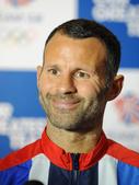 当地时间7月8日,刚刚成为英国国奥队队长的吉格斯出席新闻发布会,接受媒体采访。