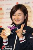 2012年8月9日,2012年伦敦奥运会,日本乒乓球队体操队展示奖牌。 更多奥运视频>> 更多奥运...