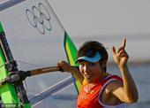 2016年8月15日,巴西,2016里约奥运会帆板女子RS:X级奖牌赛,陈佩娜摘银。