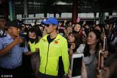 2016年08月20日,北京,2016里约奥运会,粉丝机场苦等马龙、张继科,迷妹众多挤满航站楼。