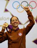 北京时间8月4日,2012伦敦奥运会射击比赛在皇家炮团军营结束女子50米步枪三姿赛决赛争夺。美国选手...