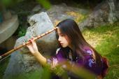 近日,来自南京林业大学的校花@-束一 在微博晒出一组唯美写真,眼神温柔气质清冷,酷似小龙女。