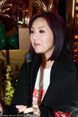 2014年1月24日讯,香港,24日东华三院主席赌王三太陈婉珍和荣誉大使杨千�靡煌�出席慈善活动。问到...