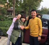 搜狐娱乐讯 10月16日,新婚不久的福原爱江宏杰夫妇抵达北京,来到自己的偶像王楠家做客。王楠老公郭斌...