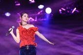 搜狐娱乐讯 上周六Twins在重庆举行Twins LOL世界巡回演唱会的第十三场,这是她们第一次在重...