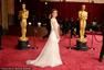 奥斯卡红毯:玛丽娅-曼努诺斯复古发型显美艳