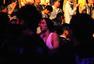 高清:吴建豪现场看UFC澳门站 拿着手机玩自拍