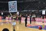 搜狐CBA球迷互动环节 观众热情参与小狐合影