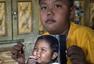 男童2岁时日抽40支烟震惊世界 今成功戒烟