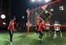 高清图:穆勒J罗合体出席活动 排球网前秀脚法