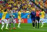 进球回放:巴西禁区外犯规判点 范佩西主罚命中