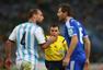 高清图:阿根廷胜波黑 梅西破门霸气露腹肌庆祝