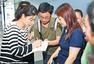 郭晶晶霍启刚出席慈善活动 进手术室探访病童