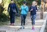 图:威瑟斯彭穿运动装与友晨跑秀身材 性感十足