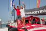高清:世界小姐挑战30米桅杆 登顶自拍花容不减