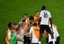 高清图:德国捧杯众将怒吼狂欢 比达尔黯然退场