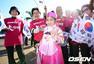 韩国比利时球迷PK:东方含蓄美人 欧洲性感妖娆