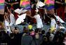 高清图:里约开幕放飞和平鸽风筝 绽放梦想希望