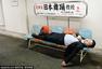 东京众生百态:流浪汉醉酒者躺街睡觉