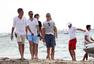 奥兰多·布鲁姆出海度假 箭步跳船挺肚腩