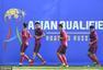 高清图:国足训练备战12强赛 里皮专注布置战术
