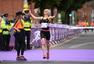 组图:爱尔兰女子迷你马拉松举行 选手开心跑步