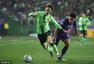 高清:亚冠决赛首战全北2-1艾因 莱昂纳多庆祝