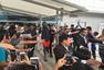 高清图:杜兰特印度行造访泰姬陵 合影动作搞怪