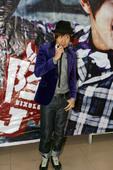 2009年1月9日讯,长春,林俊杰今日(1月9日)来到新华书城签售新专辑《JJ陆》。当日长春零下14...