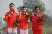 2010年11月27日,广州,2010年广州亚运会女子马拉松,周春秀夺冠,朱晓琳摘银。