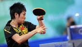 8月22日,在北京大学体育馆举行的北京奥运会乒乓球女单半决赛中,中国选手郭跃以2比4不敌队友王楠,无缘决赛。新华社/摄