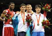 8月24日,哈萨克斯坦选手萨尔谢克巴耶夫战胜古巴选手苏亚雷斯,获得冠军。新华社/摄