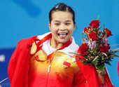 8月9日,陈燮霞在女子48公斤级举重比赛中,为中国代表团夺得本届奥运会第一金。新华社记者 杨磊/摄