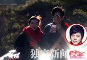 """粉丝网娱乐讯 凭借一曲情动四方的《传奇》,昔日""""水木年华""""组合的成员之一,歌手李健终于在他人生的第三..."""